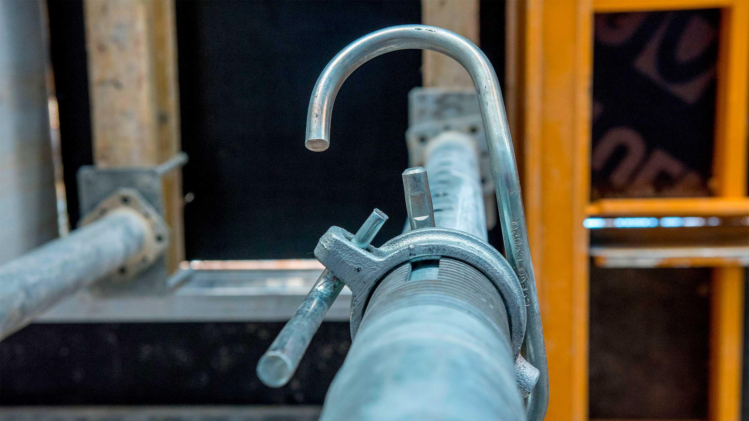 Prumos metálicos de aço e alumínio de diferentes capacidade para suportar grandes cargas, em aluguer e venda. Verifique as soluções que oferece a ampla gama de prumos da ULMA