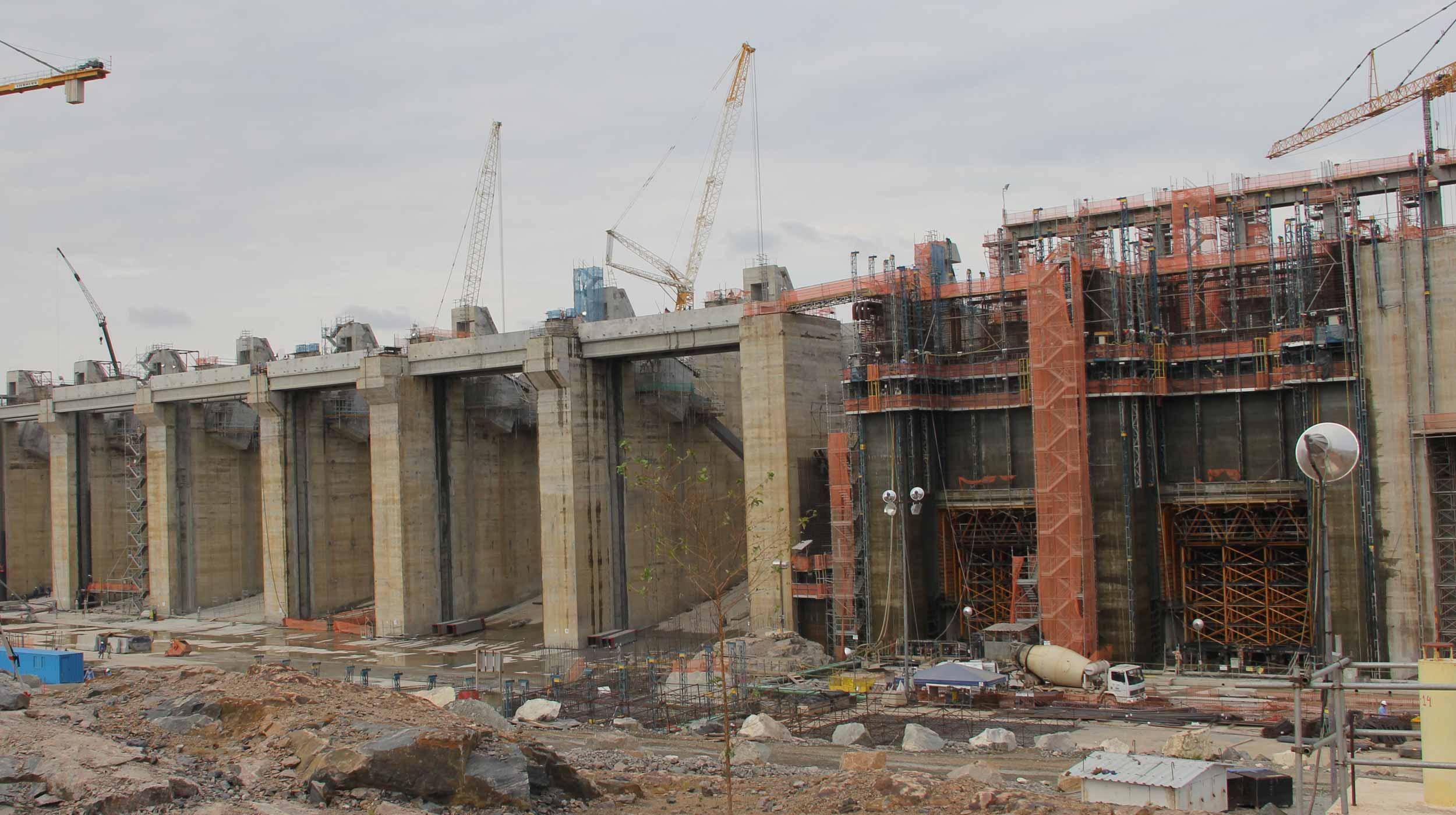 A UHE Belo Monte após sua conclusão será a quarta maior hidrelétrica do mundo em capacidade de geração de energia, onde em seu pico de geração, será capaz de produzir 11.233 MW.