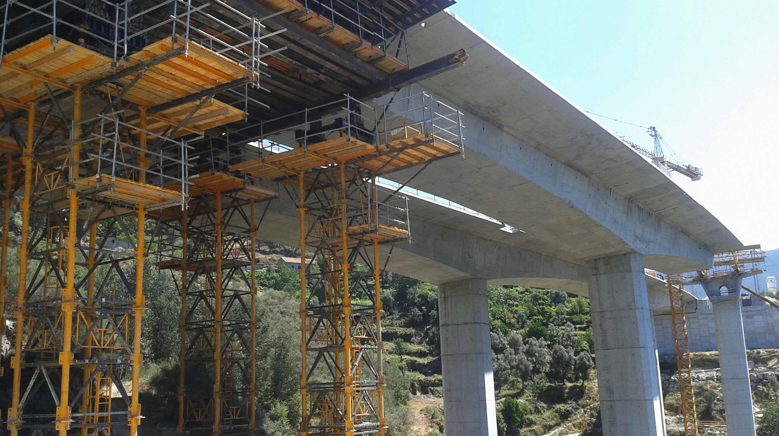 Trata-se de uma das obras mais importantes do país tanto do ponto de vista técnico como económico, permite a ligação por auto-estrada entre o Porto e Vila Real.
