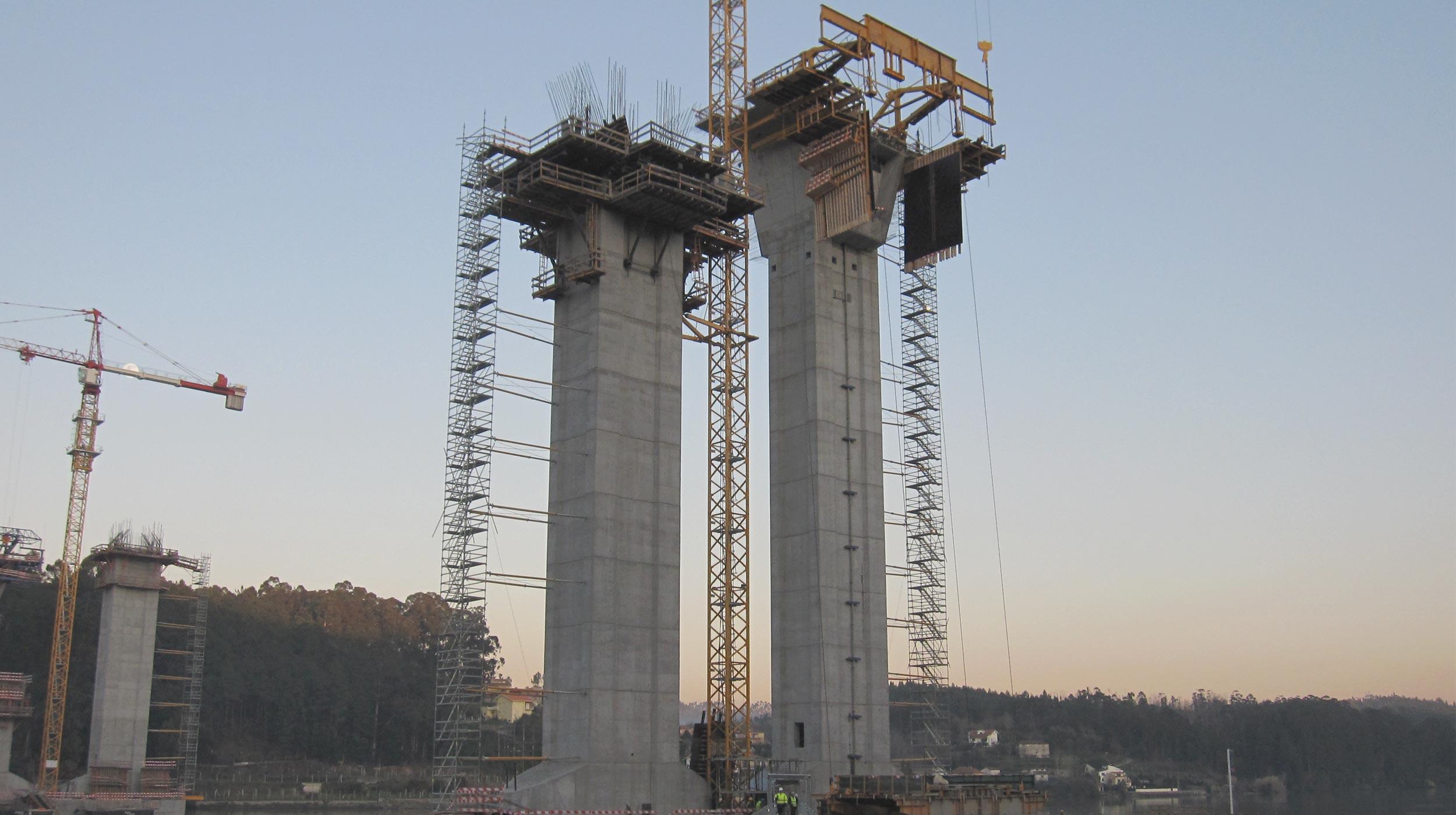 Esta obra designada nasua fase de construção por Douro Litoral, Serve populações dos Distritos de Aveiro e Porto, abrangendo vários Concelhos.